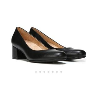 NEW $80 Naturalizer size 8 black low heel shoes